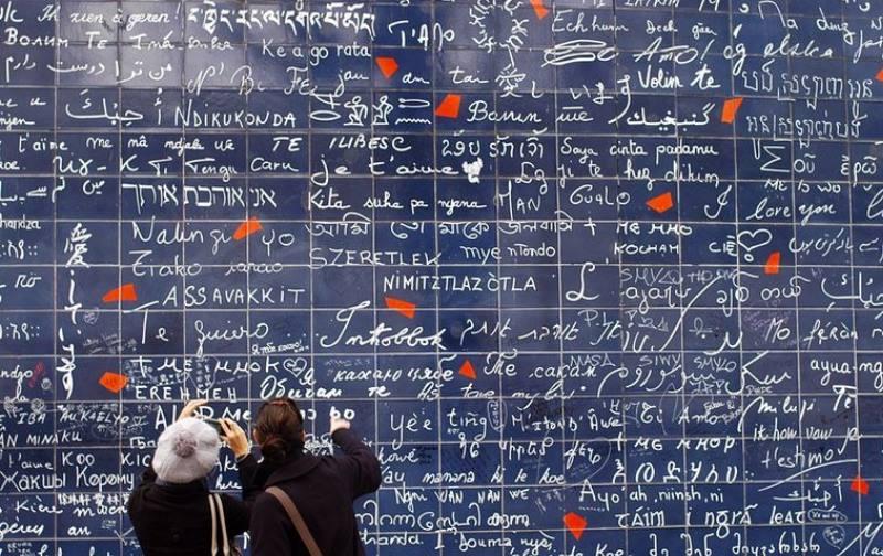 Появилась в Париже в октябре 2000 года